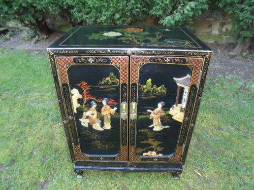 Chinoiserie Lacquered  Cabinet / Bedside Cabinet c.1920 (1 of 1)
