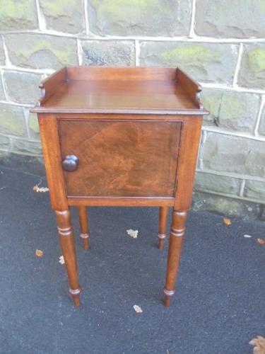 Antique Mahogany Bedside Cabinet / Bedside Cupboard (1 of 1)