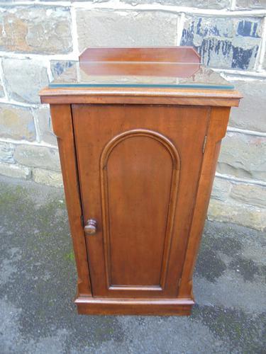 Antique Mahogany Bedside Cabinet (1 of 1)