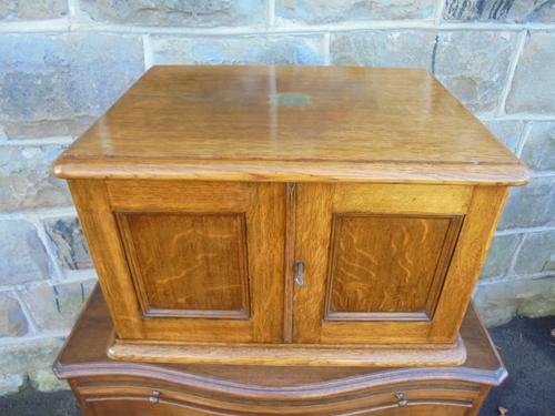 Quality Antique Oak Cutlery Collectors Chest (1 of 1)