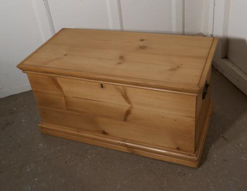 Victorian Pine Blanket Box / Coffee Table / Shoe Tidy (1 of 10)
