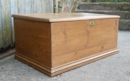 Victorian Pine Blanket Box or Coffee Table (1 of 1)