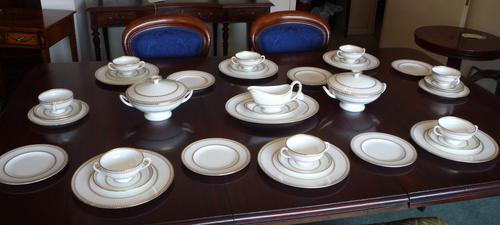 Wedgwood 35 Piece Dinner Service Colonnade (1 of 1)