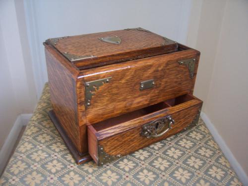 Victorian Oak Cigar Box (1 of 1)