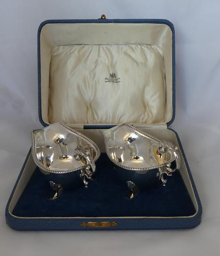Pair of Silver Sauce Boats, Boxed, Birmingham 1932 (1 of 8)