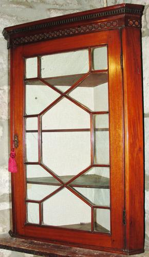Georgian Mahogany Hanging Corner Cabinet (1 of 1)