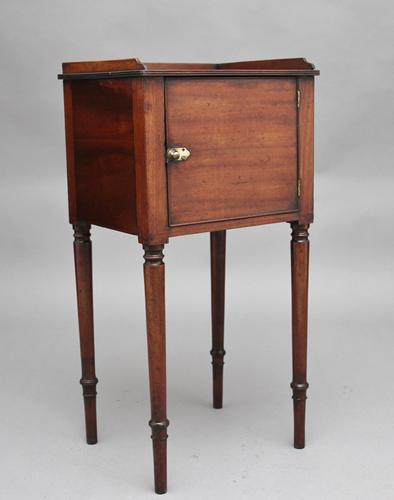 Early 19th Century Mahogany Bedside Cabinet (1 of 8)