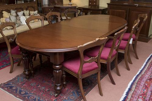 Fine Quality Extending Dining Table to Seat 8-10 People (1 of 3)