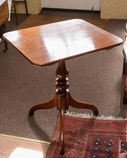 Tripod Table (1 of 1)