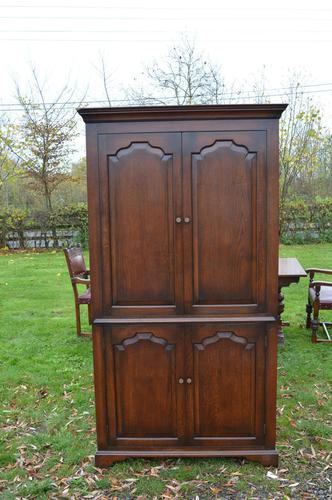 Very Large English Oak TV Entertainment Cabinet Titchmarsh Goodwin Style (1 of 6)