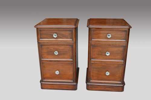 Antique Pair of Victorian Mahogany Bedside Chests of Drawers (1 of 1)