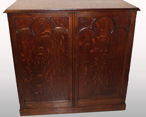Early 20th Century Gothic Oak Cabinet / Cupboard (1 of 1)