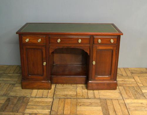 Victorian Mahogany Leather Topped Desk (1 of 1)