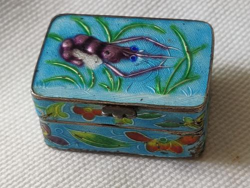 Antique Chinese Enamel Solid Silver Pill Box with Shrimp (1 of 12)