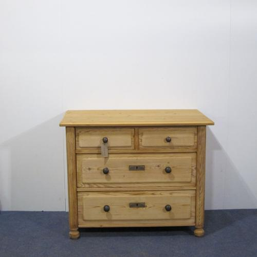 Attractive 1930's Chest of Drawers (1 of 1)