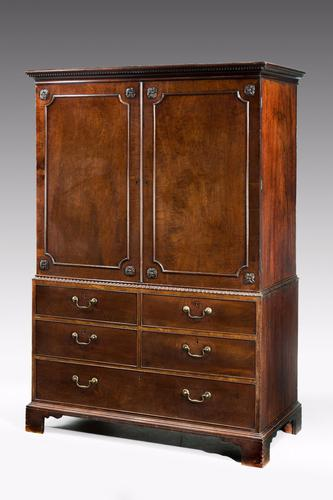 Chippendale Period Mahogany Linen Press C.1760 (1 of 1)