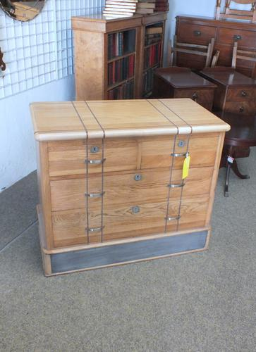 Oak Chest of Drawers (1 of 6)