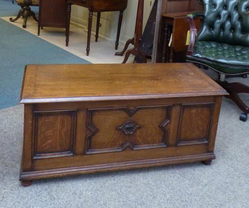 Oak Coffer c.1920 (1 of 1)