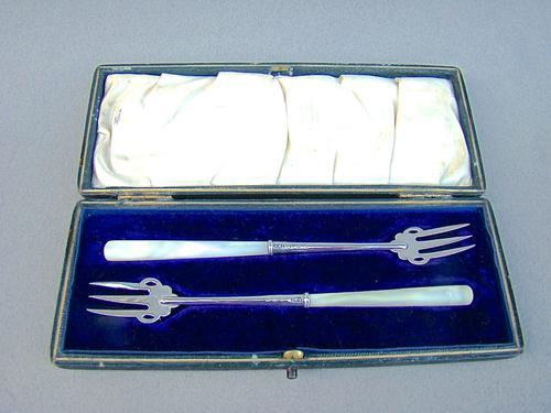 Cased Pair of George V Silver Pickle Forks by Adie & Lovekin, Birmingham 1912 (1 of 4)