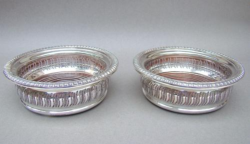 Superb Pair of Mid 20th Century Solid Silver Wine Coasters by Mappin & Webb, Birmingham 1968 (1 of 8)