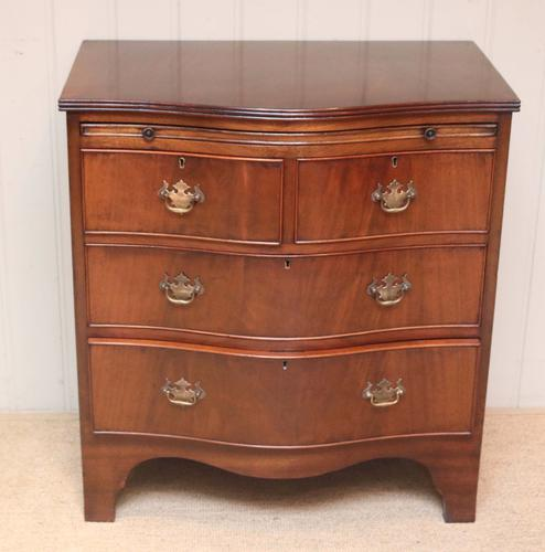 Mahogany Serpentine Front Chest of Drawers (1 of 8)