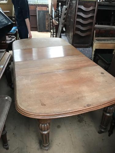 Oak Extending Table (1 of 1)