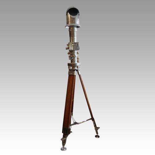 Berlin Wall Periscope Binoculars On a Tripod (1 of 17)