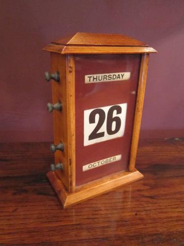 Edwardian Polished Oak Perpetual Desk Calendar (1 of 1)