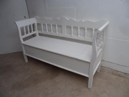 A Really Pretty 2/3 Seater Columned White Reclaimed Pine Box Settle/Bench (1 of 1)