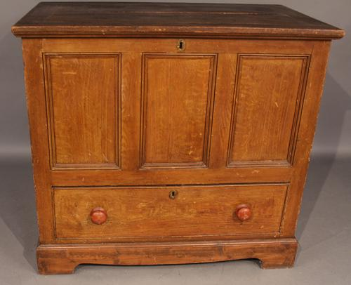 Pine Scrumbled Bedding Box C.1860 (1 of 1)