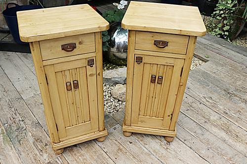 Superb!! Pair of Old Stripped Pine Bedside Cabinets / Cupboards - We Deliver! (1 of 9)