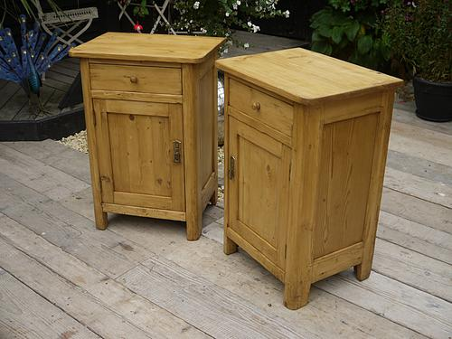 Fab! Chunky Pair of Old Antique Pine Bedside Cabinets / Lamp Tables / Pot Cupboards (1 of 1)
