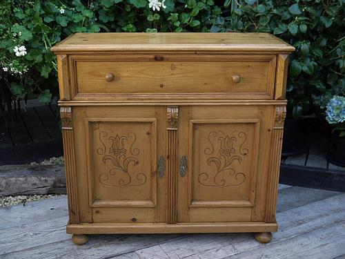 Pretty Old Antique/ Victorian Waxed Pine Dresser Base Sideboard / Cupboard / Cabinet (1 of 1)