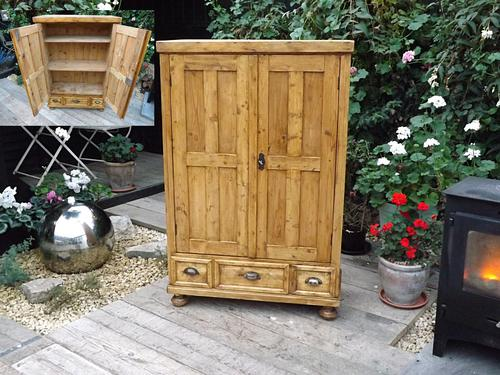 Lovely Old Antique Pine Cupboard with Drawers / Linen / Food / Kitchen Larder / Storage (1 of 1)