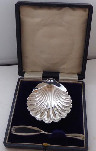 Sheffield 1912 Hallmarked Silver Butter Dish and Knife Fitted Box (1 of 1)