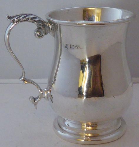 Chester 1901 Hallmarked Solid Silver Christening Mug Tankard 132.2g Barker Bros (1 of 1)