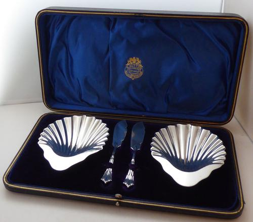 Boxed Pair Hallmarked Solid Silver Butter Dishes & Knives Sheffield 1895 (1 of 1)