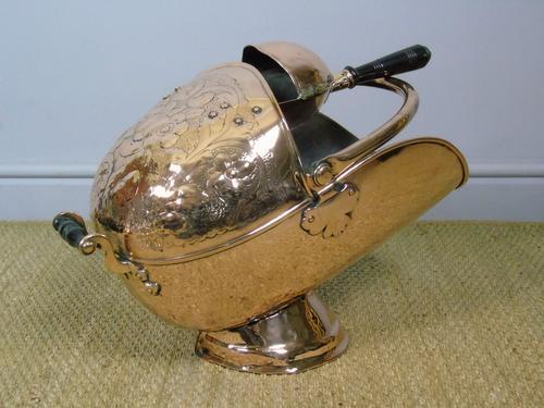 Victorian Copper Helmet Coal Scuttle (1 of 7)