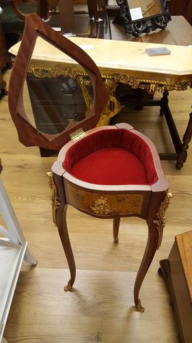 Quality Heart Shaped Bijouterie Table made by Faberge Heirloom (1 of 1)