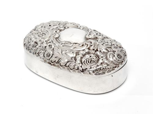 Sterling Silver Jewellery Box with a Plain Oval Body and a Hinged Floral and Scroll Lid (1 of 6)