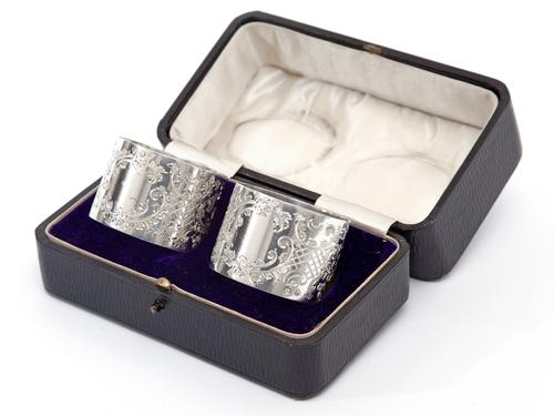 Pair of Boxed Edwardian Silver Napkin Rings with a Floral & Scroll Pattern (1 of 8)