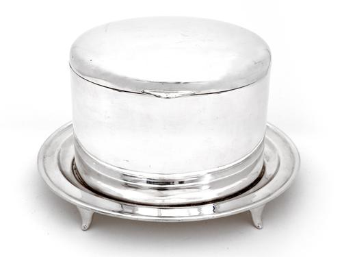 Walker & Hall Silver Plated Trinket or Biscuit Box with a Domed Hinged Lid (1 of 4)