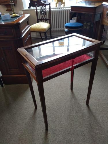 Bijouterie Table c.1910 (1 of 3)