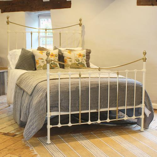 Brass & Iron Bed in Cream c.1890 (1 of 9)