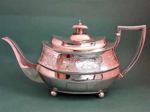 Lovely Antique George III Silver Teapot (1 of 1)