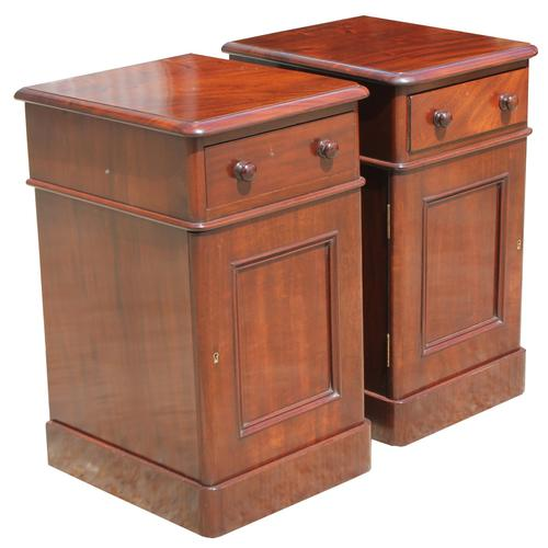 Superb Pair of Victorian Mahogany Bedside Cabinets (1 of 9)