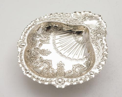Beautiful Victorian Silver Plated Embossed Serving Dish c.1890 (1 of 5)