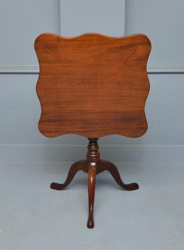 Georgian Mahogany Serpentine Tilt-Top Table (1 of 9)