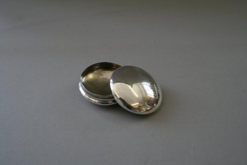 Round Silver Pill Box 1904 (1 of 1)