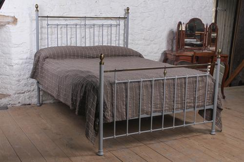 Elegantly Simple Clasic Victorian King Size Bed (1 of 6)